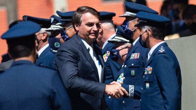 Bolsonaro salutes the military.