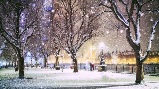 Набережная Лондона в снегопад