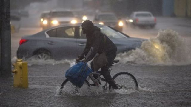 เกิดฝนตกหนักและน้ำท่วมฉับพลันในหลายพื้นที่ในนครลอสแอนเจลิส