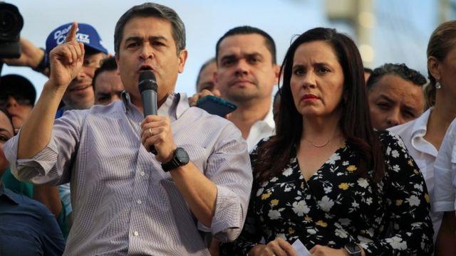Juan Orlando Hernández habla ante simpatizantes