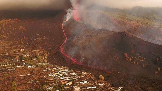 أعلنت السلطات في جزر الكناري عن خطط لشراء مجمَّعين سكنيين لأولئك الذين شرّدتهم ثورة البركان.