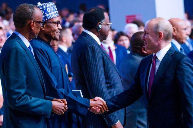 Vladimir Putin dey shake Muhammadu Buhari