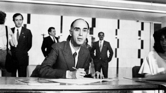 Senador Marco Maciel participa da assinatura da Constituição em 29/09/1988