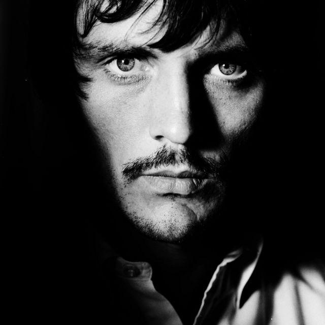 Terence Stamp, Vogue británica, julio de 1967. Fotografiado en el set de John Schlesinger.