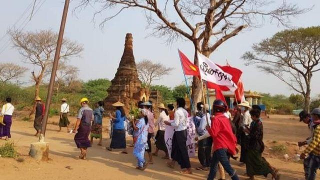 မြင်းခြံမြို့တောင်ဖျားမှာ မထင်မှတ်ဘဲ ထွက်ပေါ်လာတဲ့ ပြောက်ကျားဆန္ဒပြပွဲ