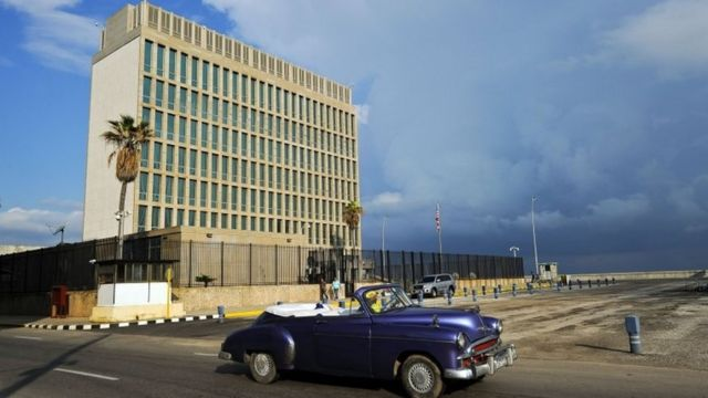 A vintage US car passing in front of the US Embassy in Havana (17,/2/ 2015)