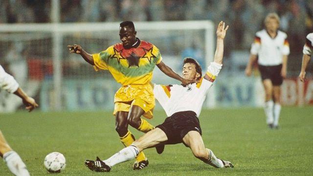 Абеди Пеле в товарищеском матче 1993 года сборной Ганы против сборной Германии