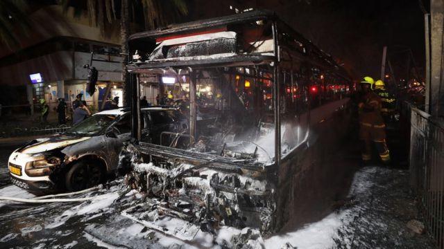 Сгоревший автобус в городе Холон