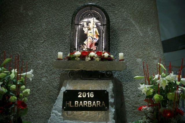 トンネル内には石工などの守護聖人、聖バルバラの像が安置されている