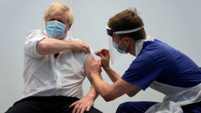 Thủ tướng Anh được tiêm liều thứ 2 của vaccine AstraZeneca hôm 3/6