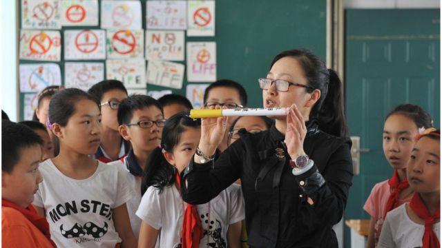 中国・浙江省の学校で行われている禁煙授業