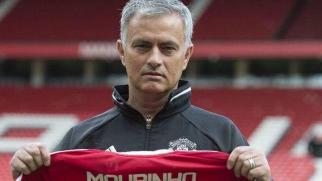Jose Mourinho lokacin da Man United ta dauke shi koci