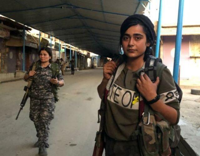 مقاتلات في سري كانيه (رأس العين) في شمال سوريا:
