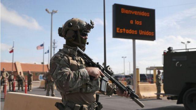 Militar armado en la frontera en Hidalgo, Texas, EE.UU.