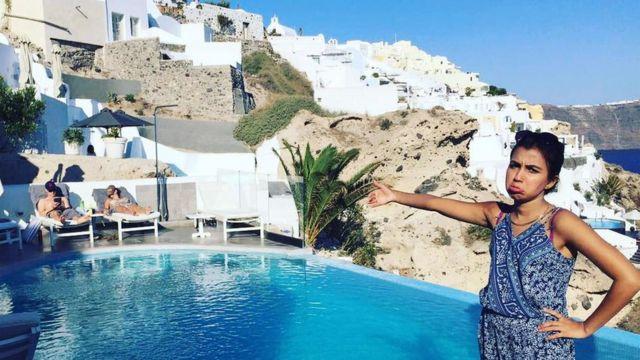 Huma Mobin viajou sem a companhia de noivo, que teve o visto negado ao entrar na Grécia