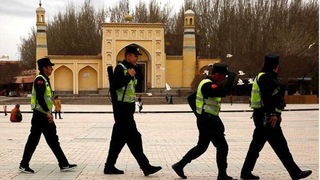 полицейские в Синьцзяне