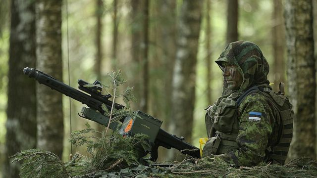 эстонский солдат на учениях близ российской границы в 2014 году