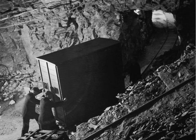Obras de arte siendo trasladadas a Manod Quarry, en Gales.