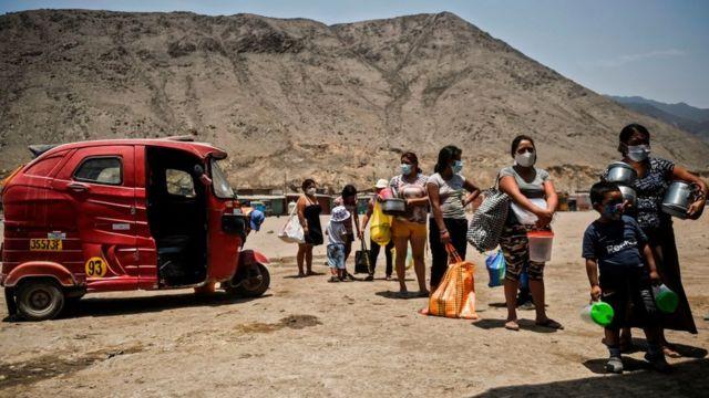 Очередь за бесплатной пищей в Перу