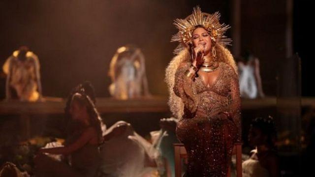 Beyoncé avait ébloui le public des Grammys avec une performance en forme d'ode à la maternité où elle a dévoilé pour la première fois devant les caméras son ventre rebondi