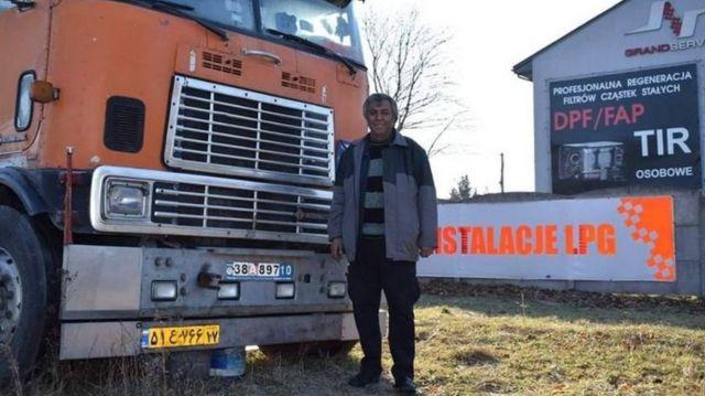 کامیون فردین کاظمی در شهری در مرکز لهستان از کار افتاد