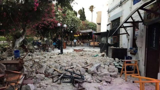 آثار زلزال مدمر