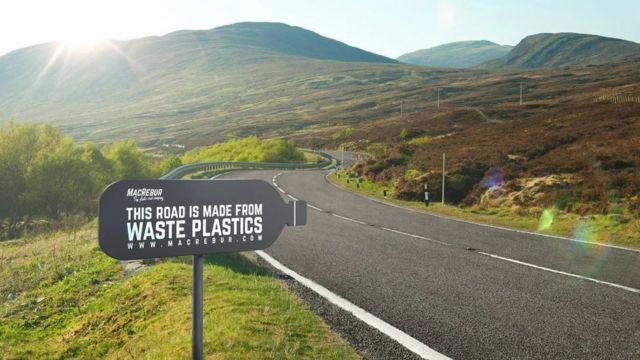 Jalanan dari sampah plastik
