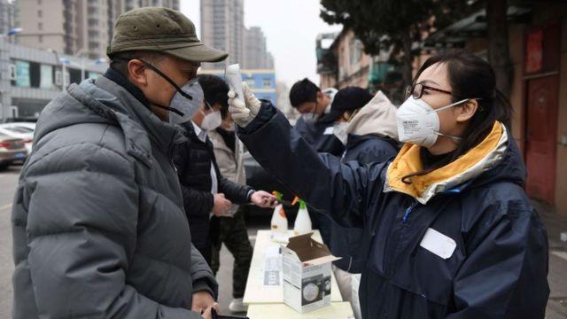 Kiểm tra thân nhiệt tại công ty Didi ở Bắc Kinh, Trung Quốc hôm 24/2