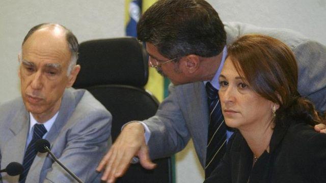 Senadores Marco Maciel (DEM-PE) e Kátia Abreu (DEM-TO) durante sessão da Comissão de Constituição e Justiça (CCJ) para leitura do relatório da PEC da CPMF Foto: Fabio Rodrigues Pozzebom/ABr