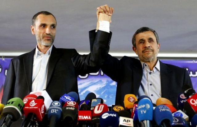 محمود احمدینژاد در کنار حمید بقایی٬ معاون اجرایی احمدی نژاد