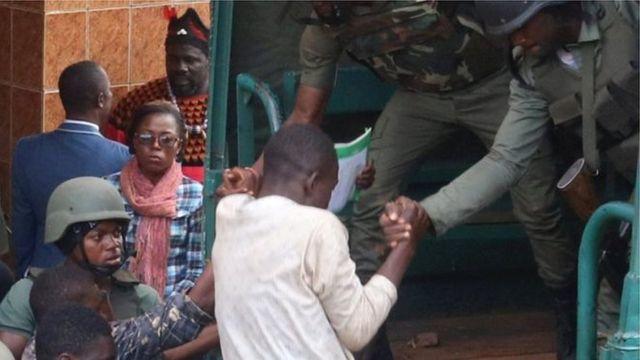 Ndị a tọrọla na Kamerun