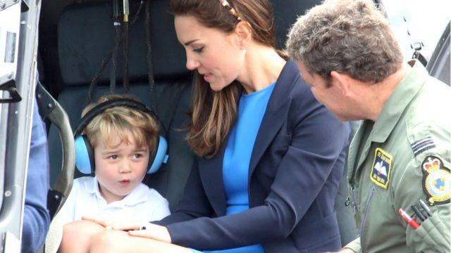 принц Джордж с мамой