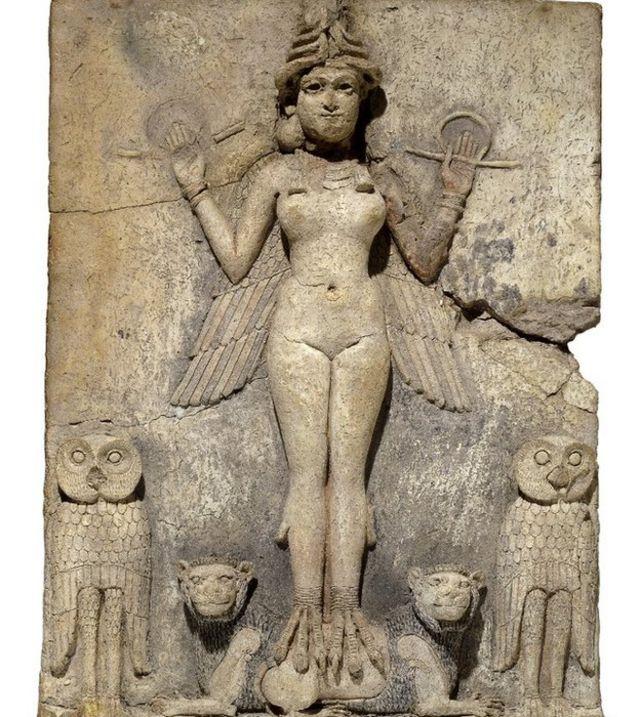Tallado en piedra de la diosa Inanna