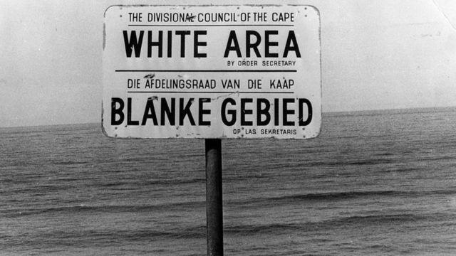 """Panneau indiquant """"Zone blanche""""."""