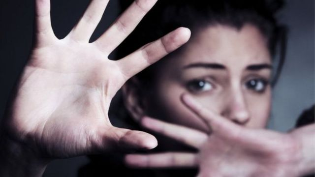 العنف ضد النساء: الشريك أو الشريك السابق في مقدمة المتهمين في جرائم قتل النساء في بريطانيا - BBC News عربي