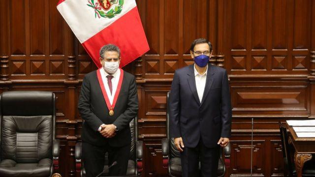 Manuel Merino (izq.) con Martín Vizcarra en el Congreso