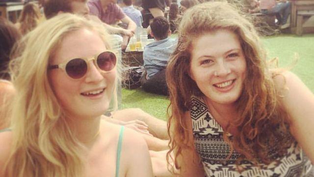 Evie Prichard e irmã