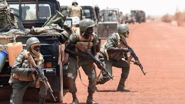 L'armée malienne patrouille en compagnie des groupes armés selon les dispositions de l'accord d'Alger