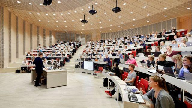 Una cátedra en una universidad de Dinamarca