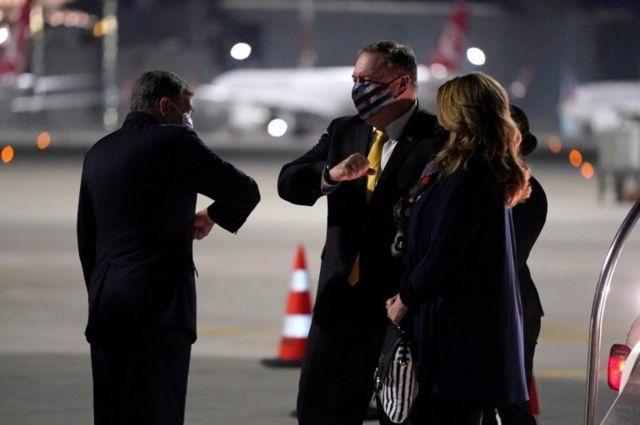 ABD Dışişleri Bakanı Mike Pompeo ve eşi Susan Pompeo'yu İstanbul Atatürk Havalimanı'nda ABD'nin Ankara Büyükelçisi David Satterfield karşıladı