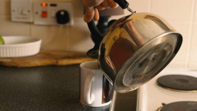 Simpa fazendo seu chá