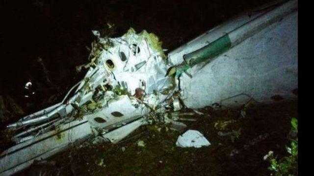 L'épave de l'avion qui s'est écrasé mardi 29 novembre 2016 près de Medellin, en Colombie.