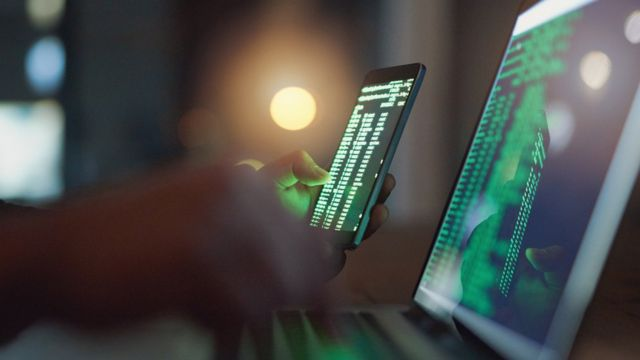 bilgisayar ve cep telefonu ekranları