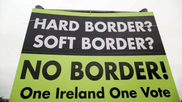 Plakat sa zahtevom da se ne dozvoli stvaranje granice između dve Irske