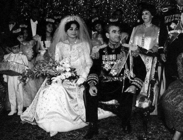 مراسم ازدواج محمد رضا شاه پهلوی با فرح دیبا