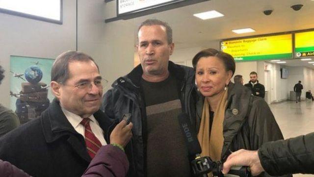 حنيد خالد درويش التي عملت مترجمة مع الجيش الأمريكي كانت إحدى المحتجزين في مطار جون إف كينيدي