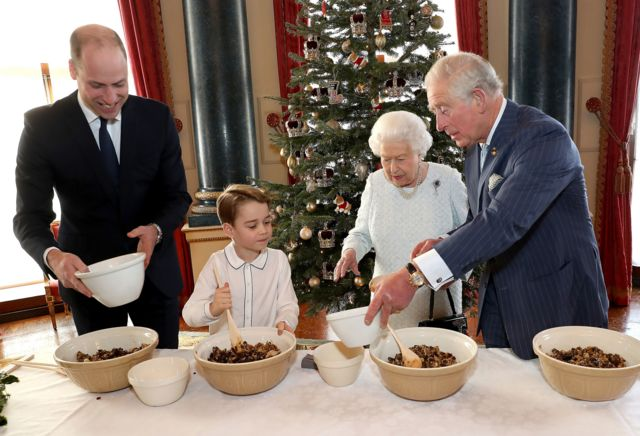 Краљица, принц Чарлс, принц Вилијам и принц Џорџ