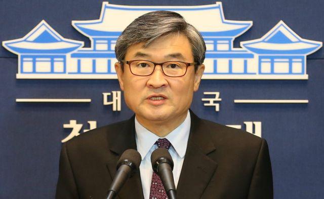 北朝鮮に警告する韓国政府の声明をテレビの前で読み上げる趙太庸氏(3日)