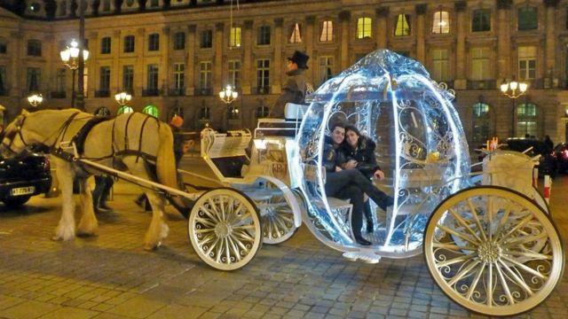 مركبة سندريلا في باريس