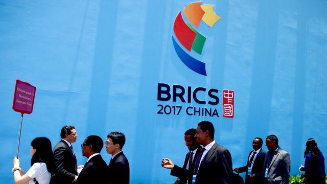 金磚國家政黨、智庫和民間社會組織論壇開幕式的嘉賓走出會場(新華社圖片11/6/2017)